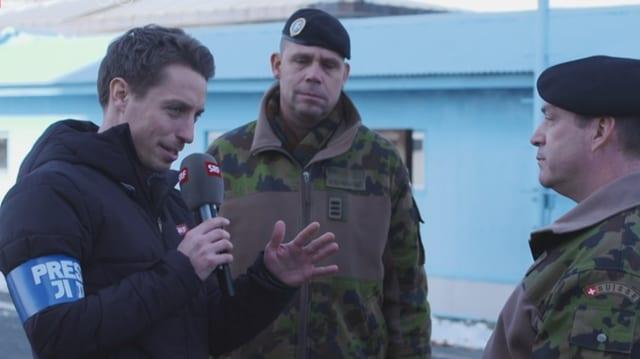 Lustenberger an der Grenze zu Nordkorea mit 2 Schweizern Offizieren.