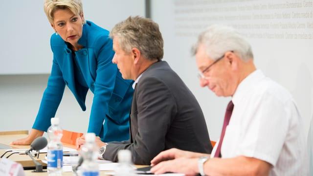Allianz von SVP und FDP an einer Pressekonferenz.