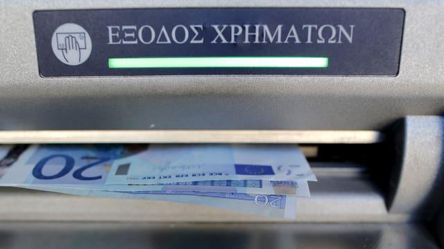 60 Euro werden von einem griechischen Geldautomaten bezogen.