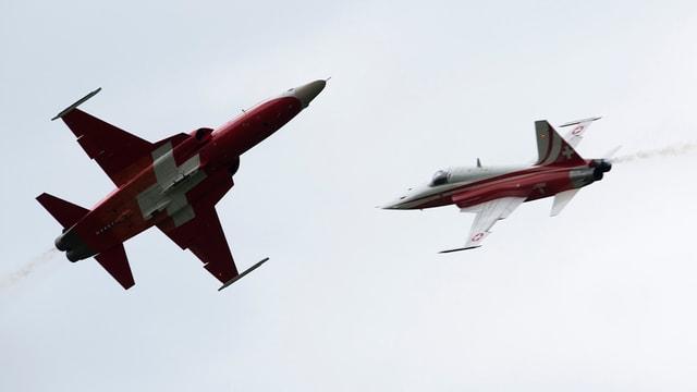 Zwei Jets in der Luft.