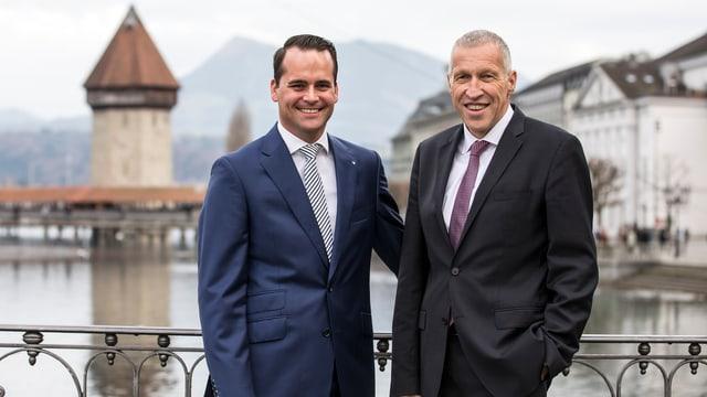Die beiden Luzerner Ständeräte Müller und Graber posieren in Luzern zusammen.