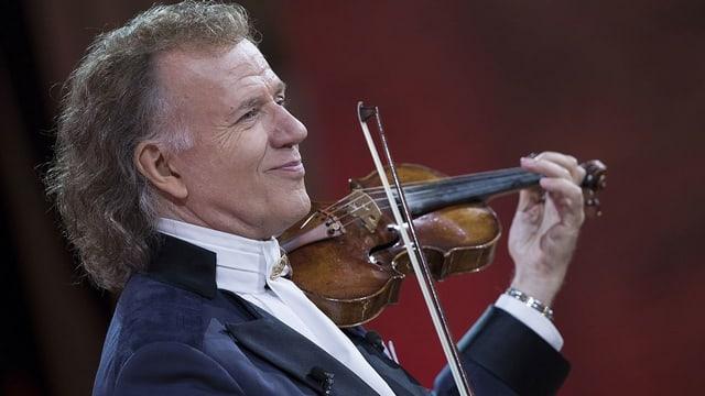 Ein Mann mit Geige.