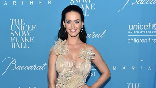 Katy Perry auf blauem Teppich