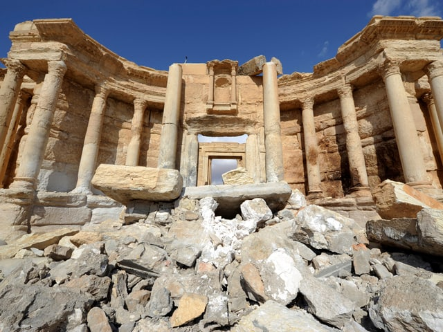 Das römische Amphitheater im Zentrum Palmyras wurde vom IS zerstört.