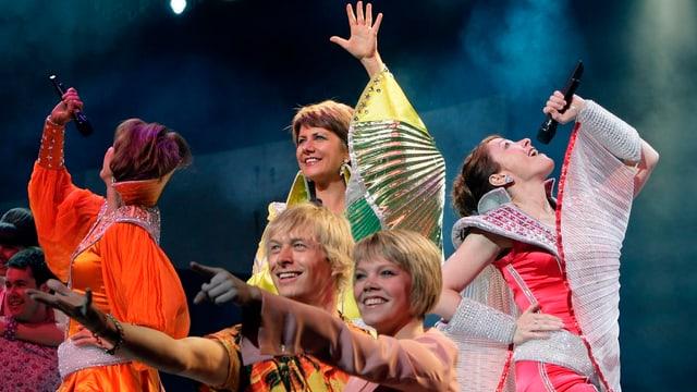 Talas scenas na vegni betg a dar en Lumnezia (maletg d'in musical «Mamma Mia»).