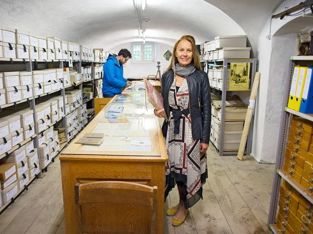 L'Archiv cultural da l'Engiadin'Ota è plain e pli che plain cun documents ed ovras d'art: 50'000 negativs da fotos, 10'000 brevs, 3000 dissegns e bler auter. «Nus n'avain prest nagin plaz pli», di Dora Lardelli.