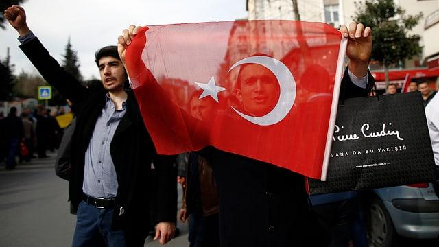 Bekennen Farbe in der Frage nach der Pressefreiheit: türkische Demonstranten.