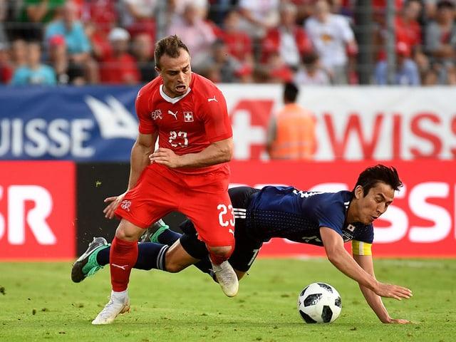 Xherdan Shaquiri auf dem Rasen gegen Japan.