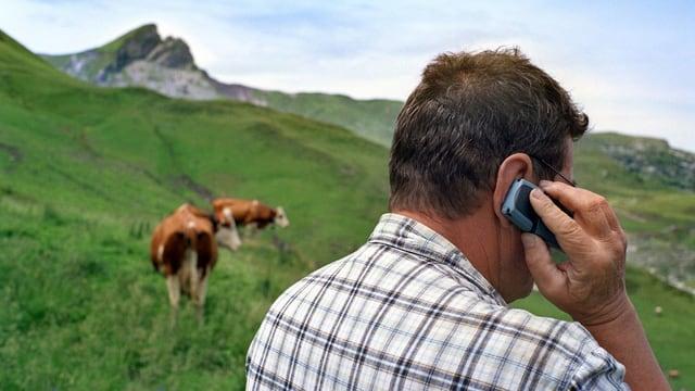 telefonierender Bauer