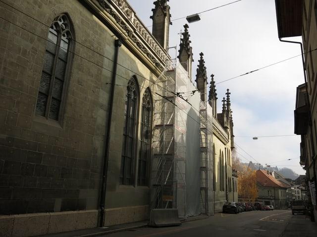 Ein Gerüst vor der Kathedrale.