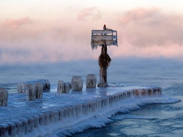 Eingefrorener Steg.