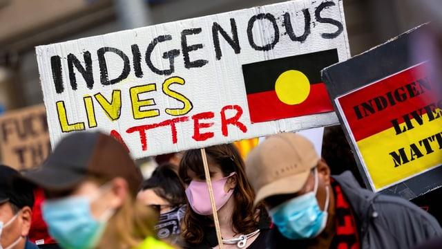 «Indigenous Lives Matter». Die Proteste gegen Polizeigewalt vom 6. Juni in Melbourne nehmen klar Stellung zur Ungleichbehandlung der Ureinwohner.