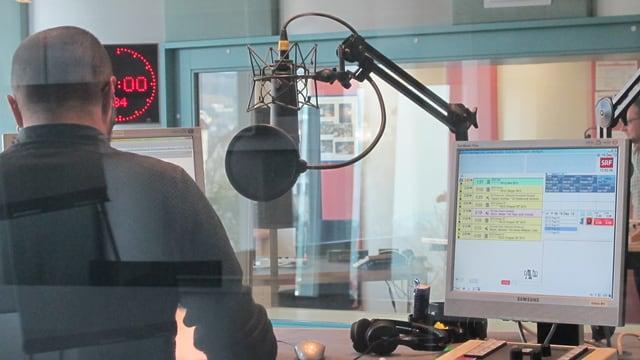Blick in die Sprechkabine im Radiostudio Aarau von SRF.