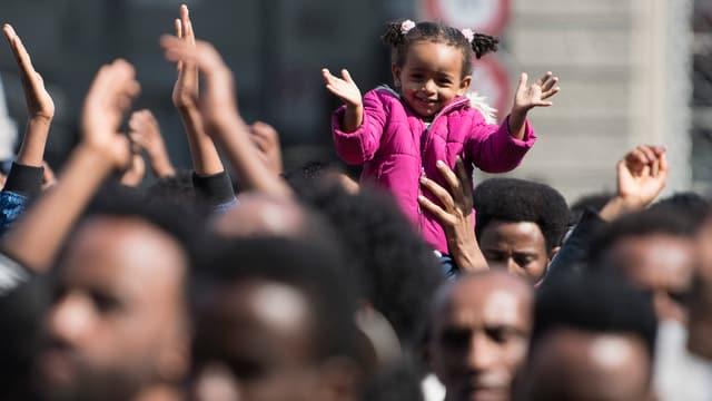 Eritreer demonstrieren auf den Berner Bundesplatz