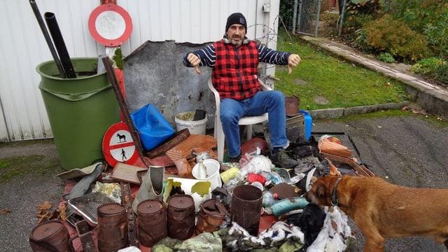 Marco Agostini mit Müllberg vor sich