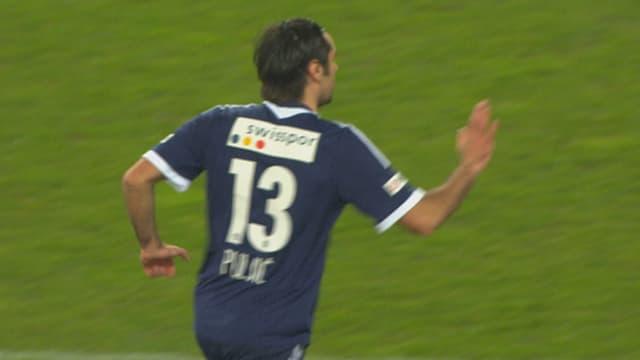 Puljic klatscht nach seinem Treffer ab.