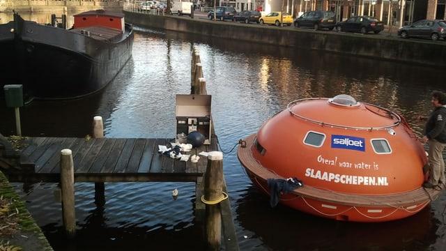 Übernachten in einer Rettungskapsel. Ein Hotel in Den Haag/NL machts möglich.