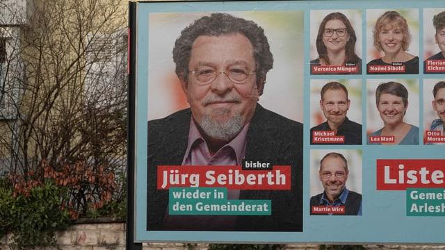 Mann auf Wahlplakat