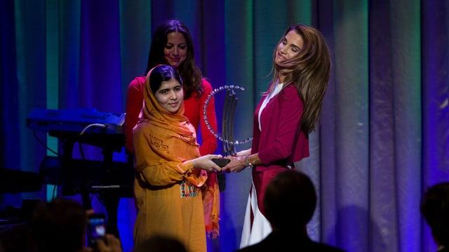 Preisübergabe an Malala.
