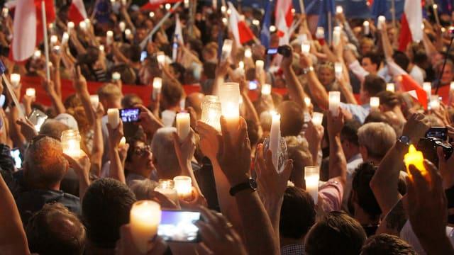 Demonstrants pretendan da president Andrzej Duda da refusar la refurma.
