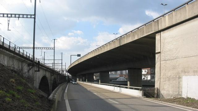Die Birsbrücke von unten