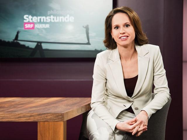 Barbara Bleisch im Sternstunden Studio.