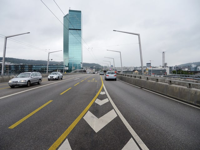 Autos auf der Hardbrücke