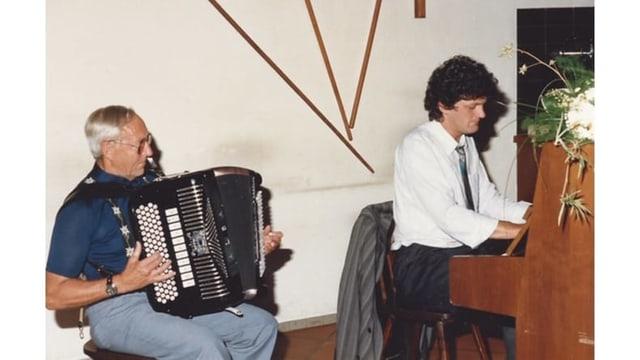 Walter Grob am Akkordeon und Claudio Gmür am Klavier.