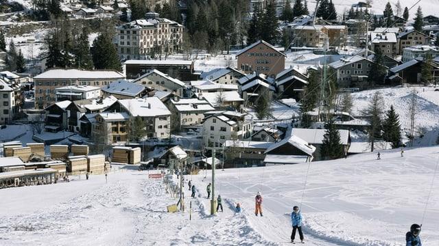 Bever durant l'enviern ed uffants sin il runal da skis.