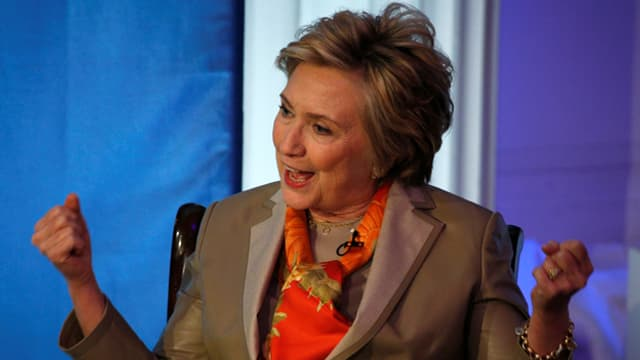 Hillary Clinton mit geballten Fäusten.