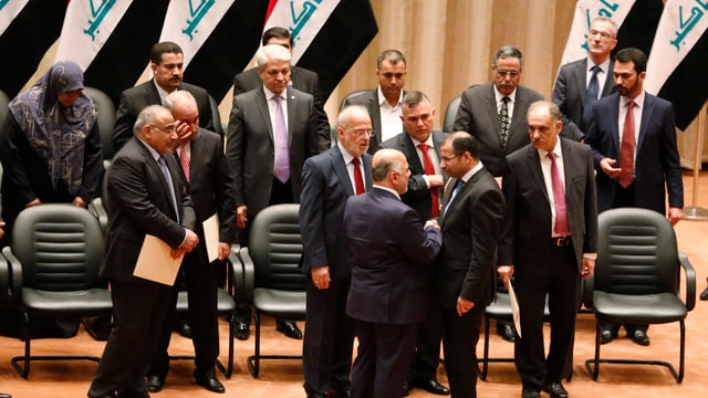 Mitglieder des irakischen Kabinetts im Gespräch