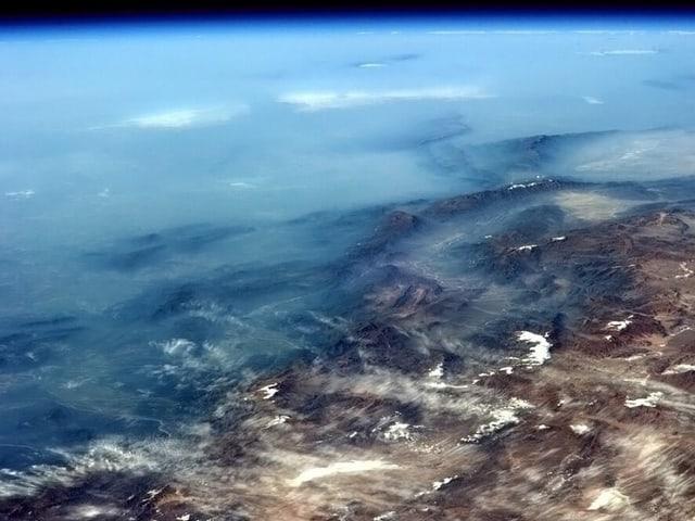 Blick aus dem Orbit auf das Pamirgebirge.