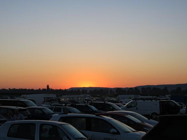 Sonnenaufgang über dem Parkplatz.