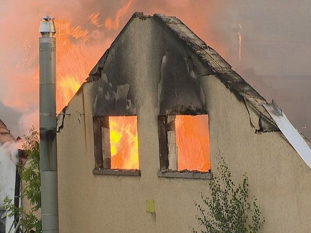 Brennendes Gebäude in Laufen BL.