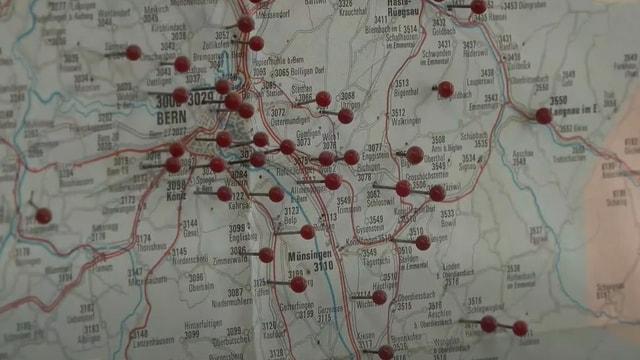 Karte mit Pinnadeln