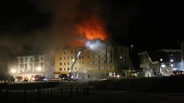 Venderdi saira da las 21:00 vegnivan anc grondas flommas or dal Posthotel.