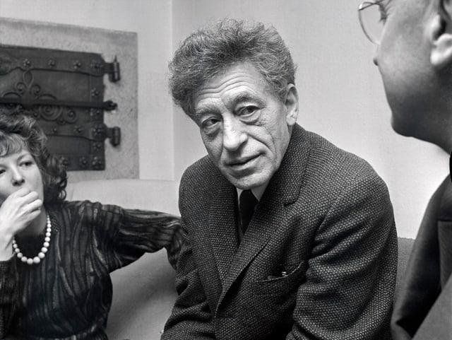 Der Schweizer Künstler Alberto Giacometti in einer Schwarzweiss-Aufnahme.