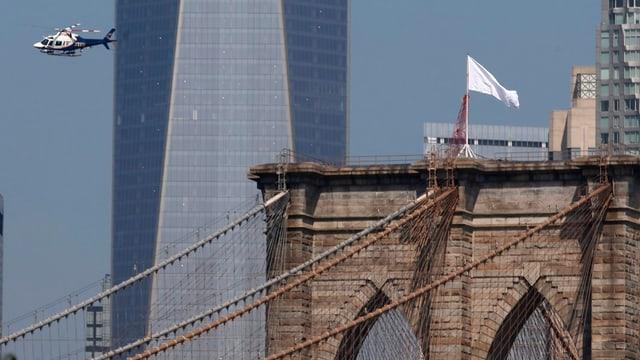 Flagge auf Brooklyn Bridge
