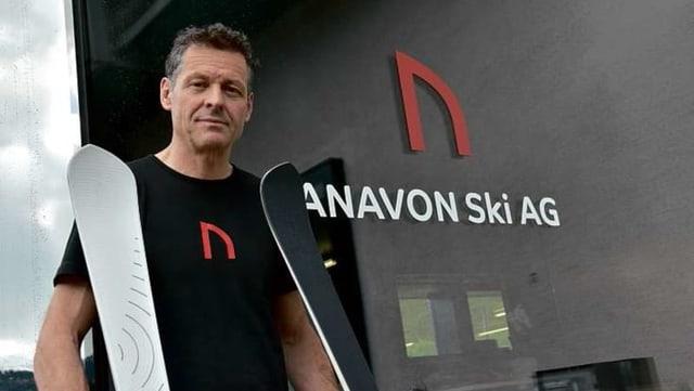 Purtret da Simon Jacomet da la Anavon ski SA.