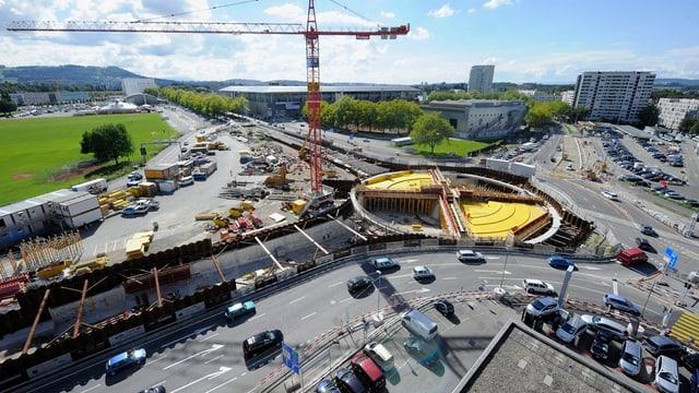 Der Berner Wankdorfplatz während der Bauphase des unterirdischen Kreisels.