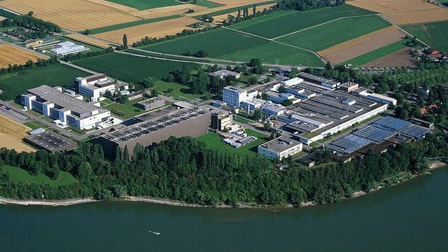 Blick aus der Luft auf die Fabrikanlagen der Novartis bei Stein am Rhein