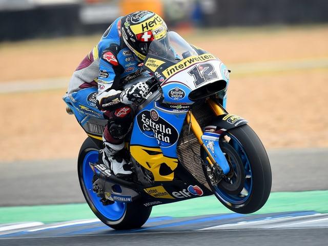 Tom Lüthi testet auf dem schweren Motorrad.
