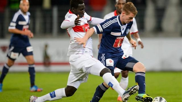 Sions Ndoye am vergangenen Wochenende im Zweikampf mit Luzerns Bozanic.