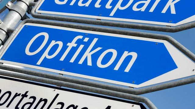 Strassenschilder Opfikon Glattpark Sportanlage Au