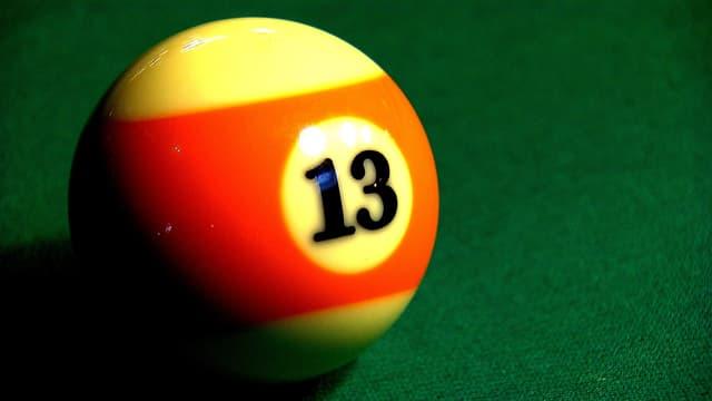 Billardkugel mit der Zahl 13