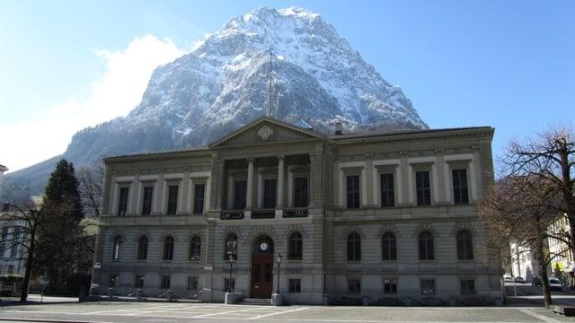 Das Rathaus von glarus.