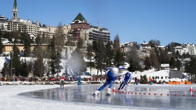 Bahnfrei für die ersten internationalen Eisschnellaufwettkämpfe auf dem St.Moritzersee.