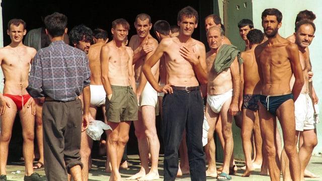 Muslimische Bosnier im kroatischen Gefangenenlager Dretelj.