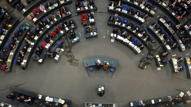 Der deutsche Bundestag in Berlin von oben gesehen.