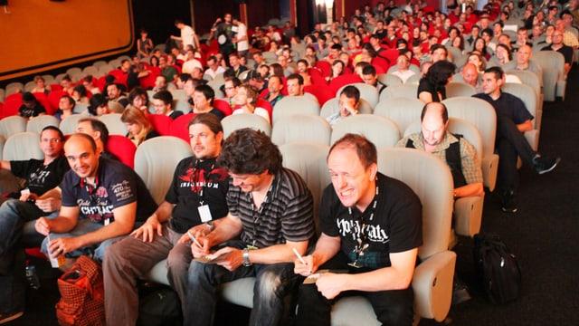 Blick in den Zuschauersaal eins Kinos.
